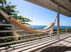 Funky Monkey Lodge, hotel in Santa Teresa Beach