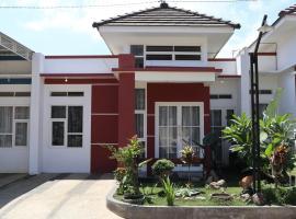 Villa All New Casa Grande by Masterpiece Villa, family hotel in Batu