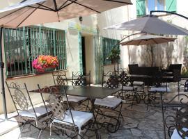 Hôtel Le Clos des Pins, hotel near Zénith Oméga Toulon, Six-Fours-les-Plages