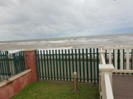 Park Home at Golden Sands Holiday Park, hotel near Knightly's Fun Park, Foryd