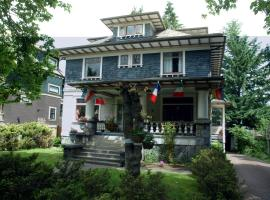 Windsor Guest House, hotel near Broadway - City Hall Skytrain Station, Vancouver