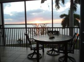 Bay View Tower 237 Sanibel Harbour, Ferienunterkunft in Fort Myers