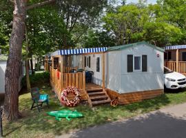 Albatross Mobile Homes on Camping Cisano & San Vito S. p. A., glamping site in Bardolino