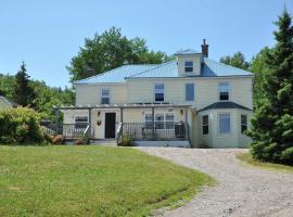 Maven Gypsy B&B +Cottages, hotel in Birch Plain