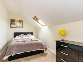 Spacious 2-Floor Apartment - Gardiner Street, hotel near Cooling Castle, Gillingham