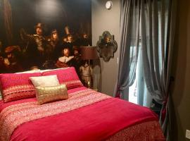 Beverly Hills Bed and Breakfast - Renaissance Quarters, pet-friendly hotel in Los Angeles
