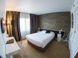 Hôtel Quorum, hotel near Saint-Cloud Racecourse, Saint-Cloud
