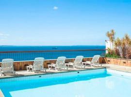 Flat Decorado com Piscina e Pier, hotel with jacuzzis in Salvador