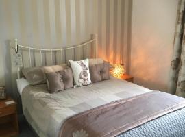 Craigievar Cottage, hotel in Irvine