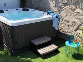 Waves End, St Ives, Hot tub and Parking, hotel with jacuzzis in St Ives