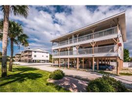 Beach Villa 2 Bedroom, vacation rental in Clearwater Beach