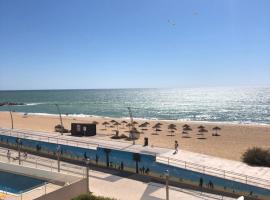 Apartment Girasol Front Beach Quarteira Algarve, hotel en Quarteira