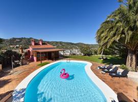 Finca Madroñal with Pool in Gran Canaria, lodge in Santa Brígida