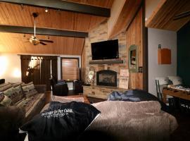 Three-Bedroom Premier Unit #23 by Escape for All Seasons Bus Lic #23546, villa in Big Bear Lake