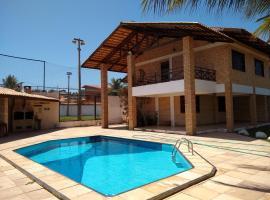 Linda casa próximo do Beach Park, hotel with pools in Aquiraz