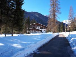 Albergo Scoiattolo, hotel in Falcade