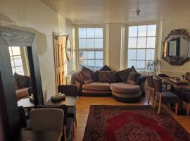 Whole flat next to Dover Port with parking, Hotel in Dover