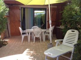43-2 LES MAISONS DU RIVAGE BLEU, holiday home in Gruissan