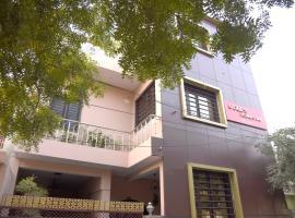 Udee's Homestay, family hotel in Agra