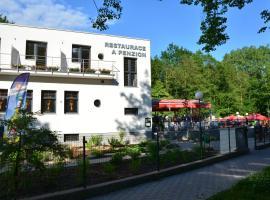 Restaurace a penzion Zděná Bouda, guest house in Hradec Králové