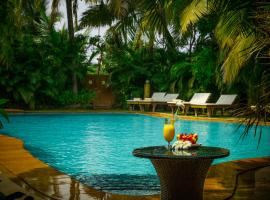 Papa Jolly's Eco-Resort, hotel with pools in Morjim