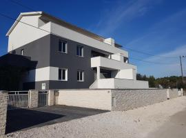 Apartment Rosenberg, hotel with pools in Medulin