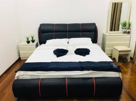 Modern Raffle Suite w/Karaoke (15-20ppl), family hotel in Gelugor