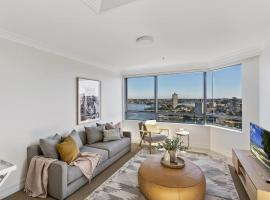 Live the harbourside life, hotel in Sydney