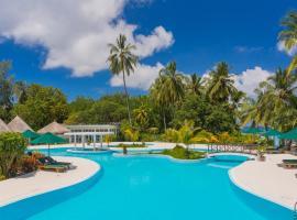 Equator Village Resort, hotel in Gan