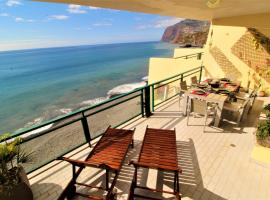 Charming Penthouse Apartment In Pestana, hotel en Funchal