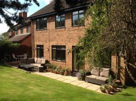 Spacious Homestay With Parking, hotel in Maidenhead