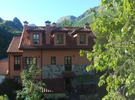 Apartamentos Rurales Buenamadre, hotel en Pola de Somiedo