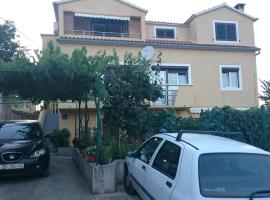 Apartments with a parking space Sali, Dugi otok - 16324, budget hotel in Sali