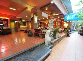 Khaosan Holiday, hotel near Temple of the Emerald Buddha, Bangkok