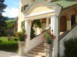 Piccolohotel Tempele Garni, hotel a San Candido