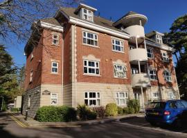 Hartford Court, East Cliff, Bournemouth. Walk to beach and town, pet-friendly hotel in Bournemouth