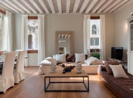 Bridge of Sighs Luxurious Apartment, budget hotel in Venice