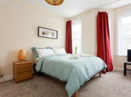 Stylish Town Centre Apartment Close to Beach and Shops, pet-friendly hotel in Bournemouth