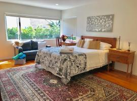 The Bays Bed & Breakfast, budget hotel in Auckland