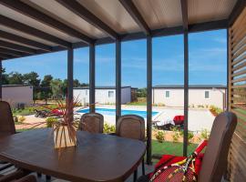 Superior Mobile Homes in Camping Kastanija, hotel in Novigrad Istria