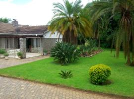 Borrowdale West - 2 Lovely rooms, Sam Levi Shopping Centre, Harare, hótel í nágrenninu