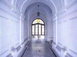 Hostal Héroes, hotel near Museo de la Memoria Santiago, Santiago