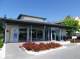 Premiere Classe Avignon Parc Des Expositions, hotel in Montfavet