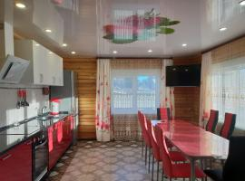 Tsarskaya Usad`ba Guest House, hotel with pools in Baykalsk