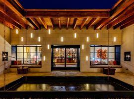 Texican Court, by Valencia Hotel Group, hotel in Irving