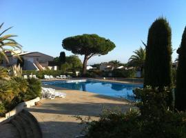 Appartement luxueux à 100m de la plage, apartment in Saint-Tropez