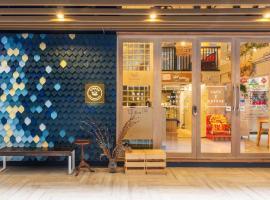 Kinnon Deluxe Hostel Coworking Cafe, hostel in Bangkok