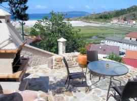 Apts Playa Monte Pindo, hotel in O Pindo