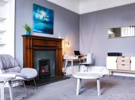 Anchored - Spacious Apartment in Glasgow's Southside, hotel near Pollok Country Park, Glasgow
