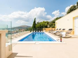 Villa Boris, hotel with pools in Trogir